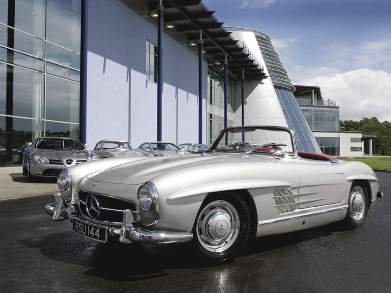 Vintage mercedes roadster images for Mercedes benz classic magazine